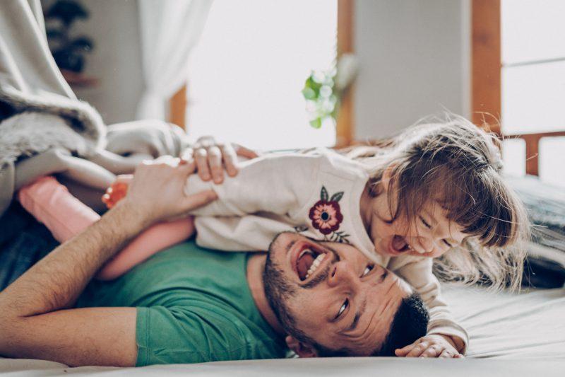 confinamiento_padre_e_hijo_jugando